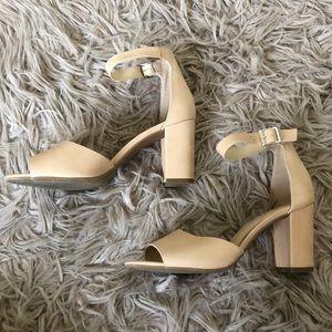 Jessica Simpson Nude Heels!